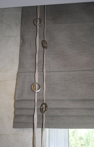 Folding curtain with decorations