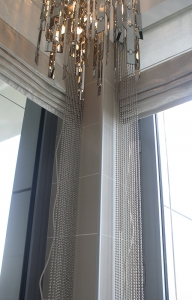 Folding curtain with chain accessories