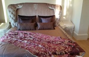 Bedspread, runner and pillows